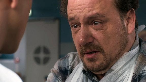 Mann mit verzweifeltem Gesicht