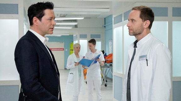 Dr. Brentano und Chefarzt Dr. Kai Hoffmann im Gespräch.