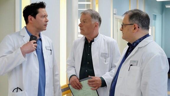 Dr. Philipp Brentano, Dr. Roland Heilmann und Hans-Peter Brenner unterhalten sich.