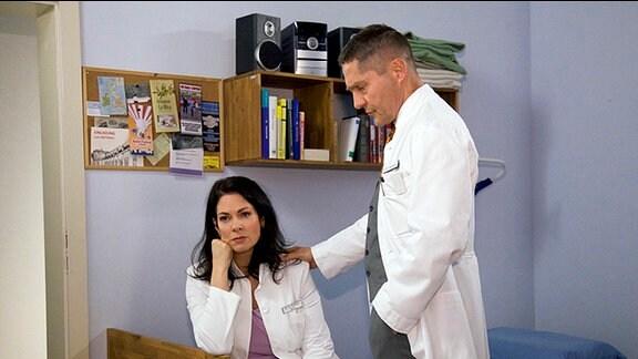 Dr. Elena Eichhorn (Cheryl Shepard) weiß nicht mehr weiter.