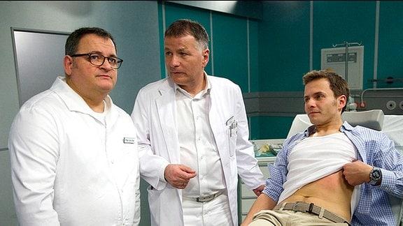 Dr. Roland Heilmann untersucht den Medizinstudenten Mirko Wollert. Dabei stellt sich heraus, dass dessen Vater heute ein äußerst erfolgreicher Arzt ist und seinerzeit Kommilitone von Dr. Heilmann war.