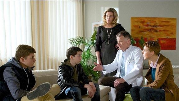 Sarah Marquardts Sohn Bastian und Pia und Roland Heilmanns Enkel Jonas sollen zu ihren Taten stehen.