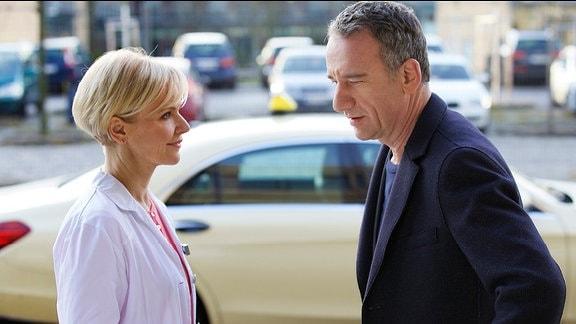 Dr. Kathrin Globisch (Andrea Kathrin Loewig) und Alexander Weber (Heio von Stetten)