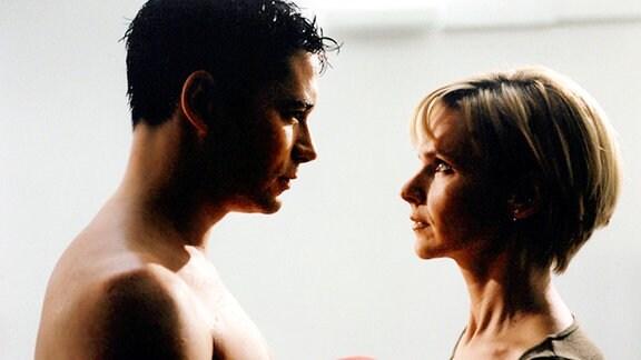 Brentano (Thomas Koch) und Kathrin (Andrea Kathrin Loewig) kommen sich näher.