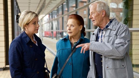 Alexa Maria Surholt als Sarah Marquardt, Ursula Karusseit als Charlotte Gauss und Rolf Becker als Otto Stein