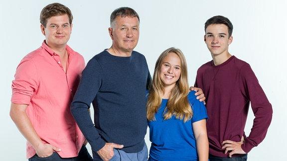 Jakob Heilmann (Karsten Kühn), Dr. Roland Heilmann (Thomas Rühmann), Lisa Schroth (Ella Zirzow), Jonas Heilmann (Anthony Petrifke)