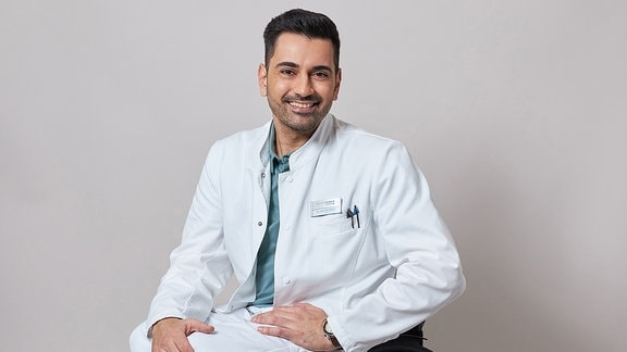 Tan Caglar Ilay Demir In aller Freundschaft spielt die neue Rolle Dr. Ilay Demir