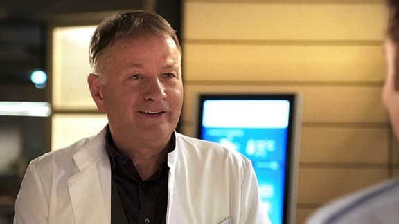 Dr. Heilmann lächelt