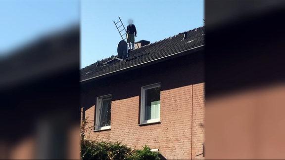 Ein psychisch Kranker Mann aus Münster ist vor dem SEK auf das Dach seines Hauses geflohen