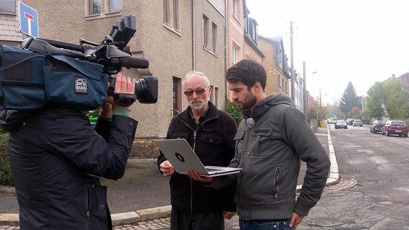 Stadtrat Martin Böttger (B'90/Die Grünen) berichtet von aggressiven Störern bei Stadtratssitzungen und öffentlichen Veranstaltungen. Die Gruppe ruft dazwischen, filmt Bürger und Politiker ohne deren Einwilligung, stellt diffamierende Videos ins Netz