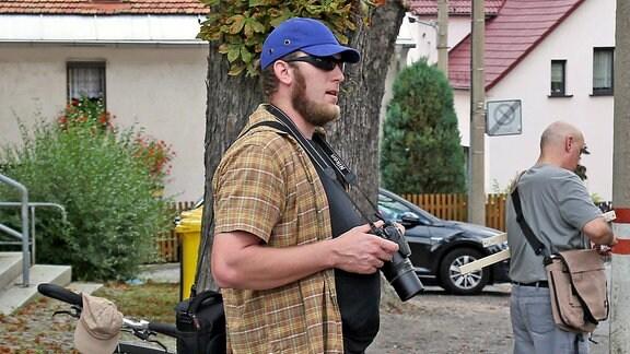 Auch Benjamin Przybylla wurde von Zeugen immer wieder mit der Störergruppe und einer Kamera gesehen. Der Unternehmer aus der Nähe von Zwickau tritt für die AfD zur Bundestagswahl 2017 als Direktkandidat an