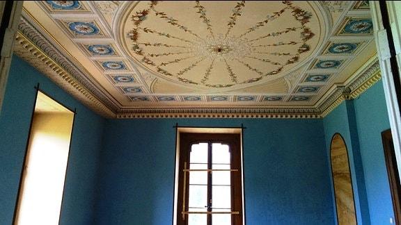 Die Decke eines Saales auf Schloss Reinhardsbrunn