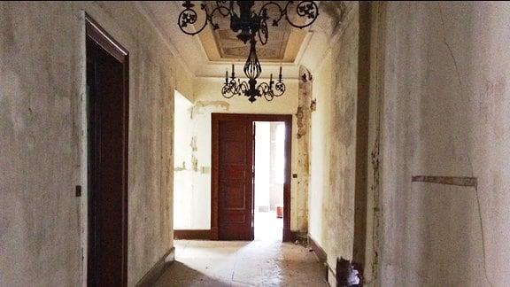 Ein dunkler Korridor auf Schloss Reinhardsbrunn