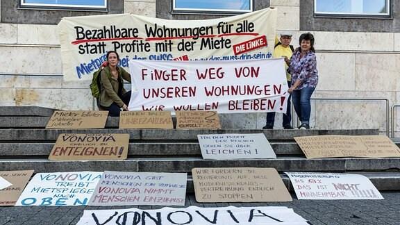 In Stuttgart regt sich Protest gegen Wohnungsspekulanten und Wohnungsnot. Kundgebung des Aktionsbündnis Recht auf Wohnen auf dem Marktplatz mit der Forderung nach bezahlbaren Wohnungen.