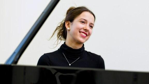 Charlotte Steppes, Klavier