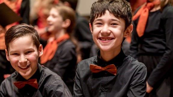 Jungen des MDR-Kinderchors in Konzertkleidung