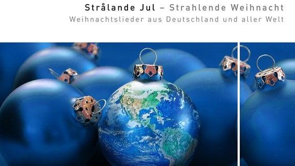 """Cover der CD """"Strålande Jul - Strahlende Weihnacht"""" des MDR-Rundfunkchors unter Leitung von Philipp Ahmann, erschienen im November 2015 bei GENUIN classics. Das Coverbild zeigt blaue Christbaumkugeln, von denen eine wie ein Globus mit Blick auf Amerika, Atlantik und Pazifik gestaltet ist."""