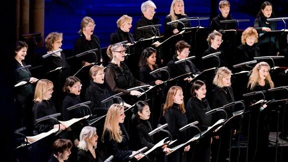"""Der MDR-Rundfunkchor beim """"Nachtgesang"""" in der Leipziger Peterskirche"""