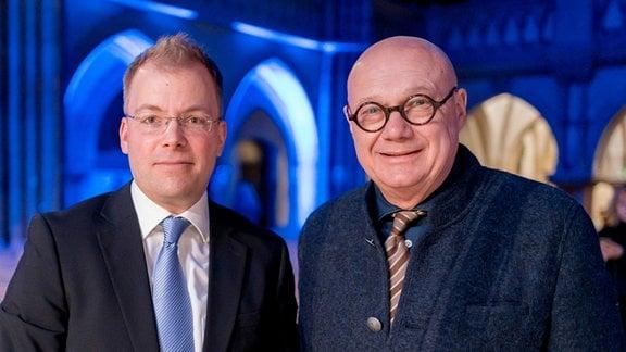 Philipp Ahmann und Komponist Manfred Trojahn vor Ahmanns Antrittskonzert als Künstlerischer Leiter des MDR-Rundfunkchors in der Leipziger Peterskirche