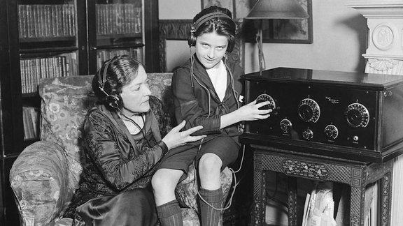 Radio hören, 1920 in New York