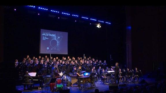 Auftritt des MDR-Rundfunkchors und der Spielvereinigung Sued bei den 43. Leipziger Jazztagen.