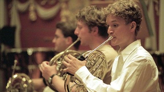 Hornbläser des Bundesjugendorchesters bei einer Konzertprobe.
