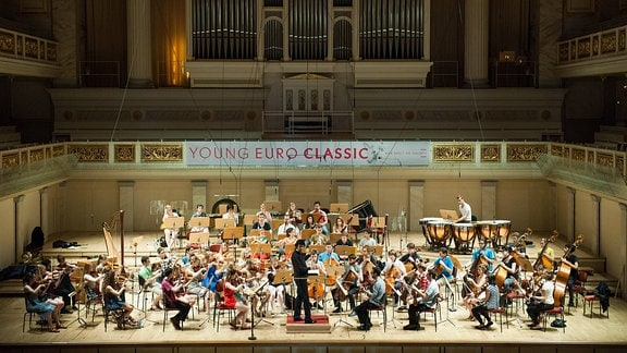 Dirigent Michael Sanderling mit dem Young Philharmonic Orchestra Jerusalem Weimar anlässlich der Konzertprobe zum Auftakt der YOUNG EURO CLASSICS im Konzerthaus am Gendarmenmarkt.