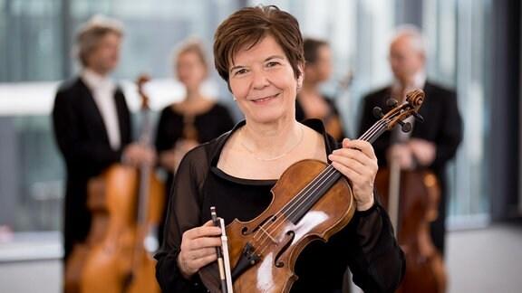 Waltraut Wächter, Mitglied im MDR-Sinfonieorchester