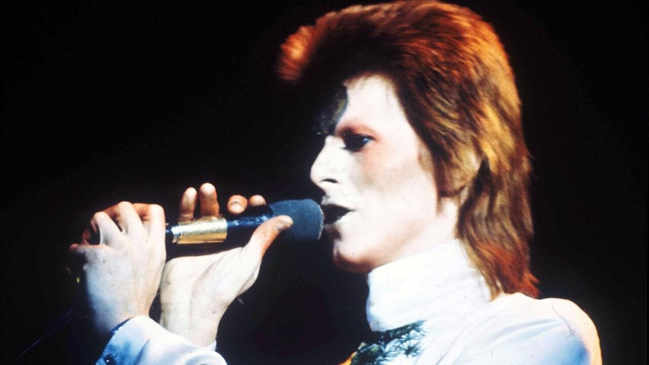 Vor 50 Jahren David Bowie Schickt In Space Oddity Major Tom Ins