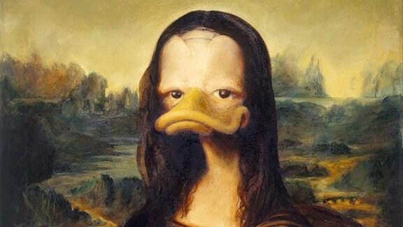 """Ein Bild aus der Ausstellung """"Duckomenta"""", das die Mona Lisa als Ente zeigt."""