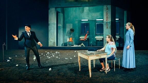 """Szene aus Goethes """"Urfaust"""" am Deutschen Nationaltheater Weimar"""