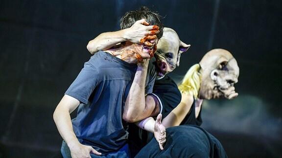 Mit der Faust in die Welt schlagen, Aufführung des Staatsschauspiel Dresden