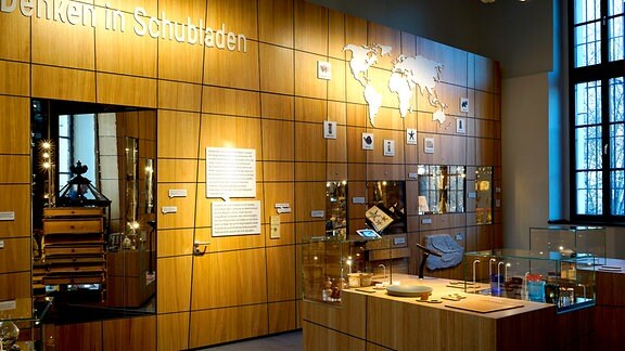 Exponate und Erklärtafeln im Naturalienkabinett Waldenburg