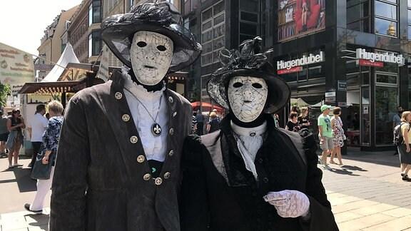 WGT-Besucher mit Masken