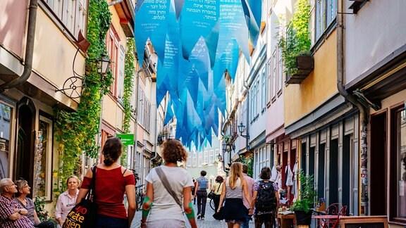 Waidblauen Fahnen auf der Krämerbrücke  Erfurt