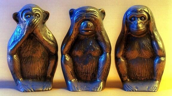 Nichts sehen, nichts hören, nichts sagen! Drei Affen mit den entsprechenden Gestiken