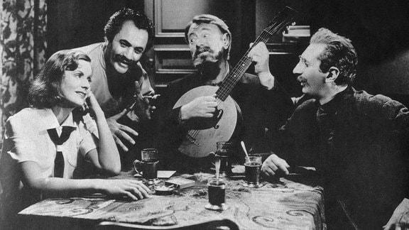 Greta Garbo, Felix Blessard, Sig Ruman, Alexander Granach in einer Szene des Films Ninotchka, 1939
