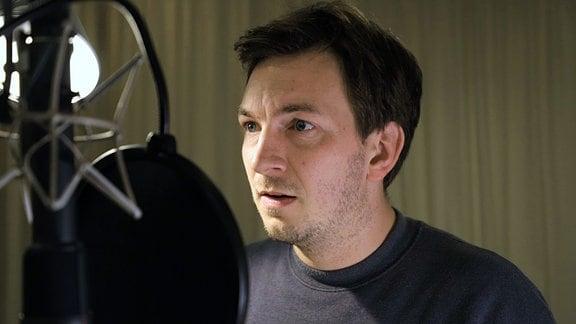 """Johannes Kienast als Tommi Ritter im ARD Radio Tatort """"Erster Angriff"""""""