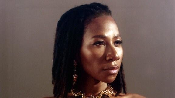 Die französisch-nigerianische Sängerin Asa
