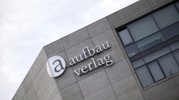 Logo am Aufbau-Verlag in Berlin.