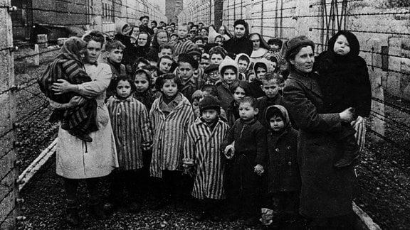 Befreiung KZ Auschwitz, 27. Januar 1945 - befreite Kinder