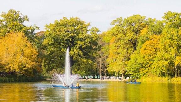 Der Große Garten in Dresden ist ein Park barocken Ursprungs. Die heutige größte Parkanlage der Stadt wurde ab 1676 auf Geheiß des Kurfürsten Johann Georg III. angelegt. Carolasee.