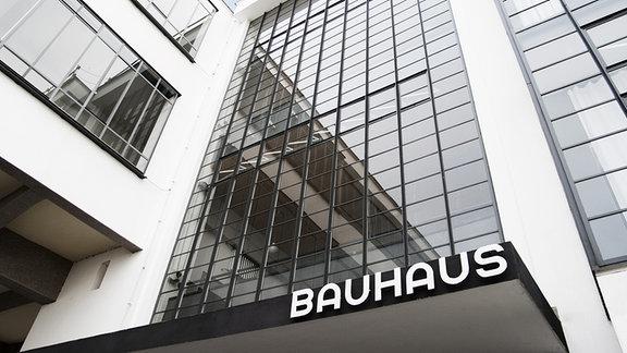 Bauhausgebäude Dessau, Walter Gropius, 1925/26, Eingang zum Bauhausgebäude