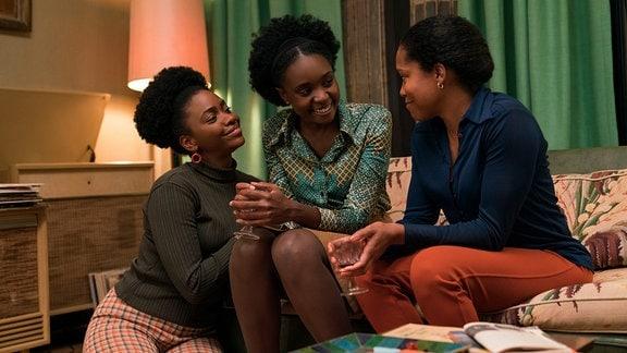 Teyonah Parris als Ernestine, KiKi Layne als Tish und Regina King als Sharon