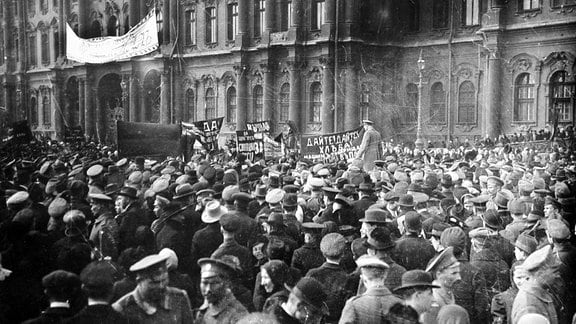 Demonstration im Vorfeld der Oktoberrevolution in Petrograd (Sankt Petersburg) 1917