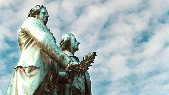 Goethe und Schiller Denkmal in der Kulturstadt Weimar