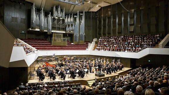 """Antrittskonzert """"Carmina Burana"""" des neuen Chefdirigenten des MDR Sinfonieorchesters Kristjan Järvi am 15.09.2012 im Gewandhaus in Leipzig"""
