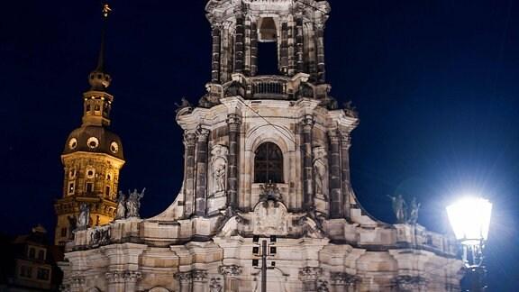 Die Katholische Hofkirche in Dresden, geweiht der heiligsten Dreifaltigkeit (Sanctissimae Trinitatis), ist Kathedrale des Bistums Dresden-Meißen sowie eine Stadtpfarrkirche Dresdens.