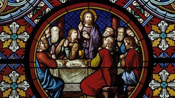 Glasmalerei mit Darstellung aus dem Leben Christi im Basler Münster - Das letzte Abendmahl - Jesus und seine Jünger