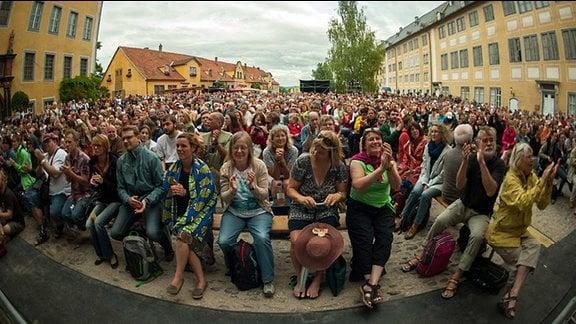 Publikum in der Heidecksburg beim TFF Rudolstadt